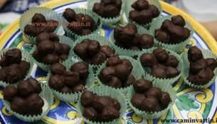 nocciole ricoperte al cioccolato pralinate dolci pugliesi