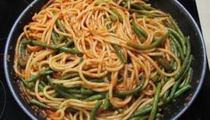 spaghetti con i fagiolini pugliesi pomodorini e cacioricotta - ricette baresi camin vattin
