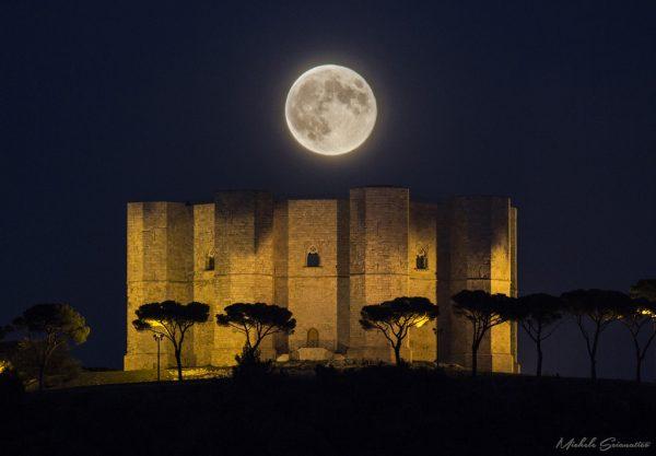 castel-del-monte-luna-piena.jpg