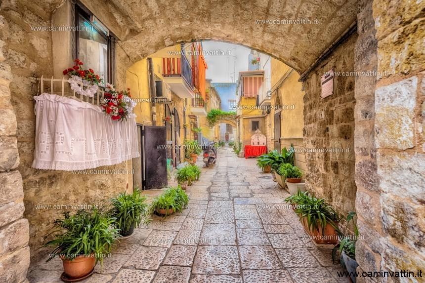 A Bari vecchia visita guidata con itinerario di vicoli e corti