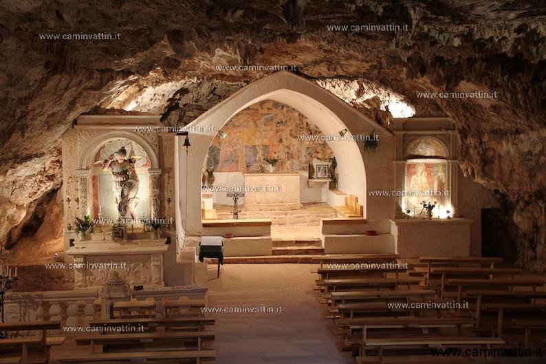 visita grotta di san michele in monte laureto putignano